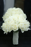 Bouquet of white roses with pearls support